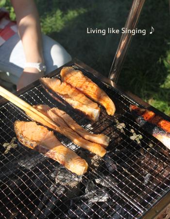 キャンプ鮭の炭焼き