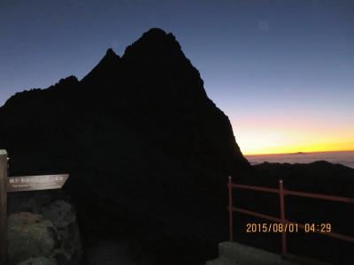 (1)早朝の槍ヶ岳シルエット_1