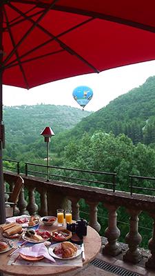 ホテルと気球