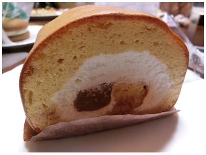 生チョコキャラメルのロールケーキ