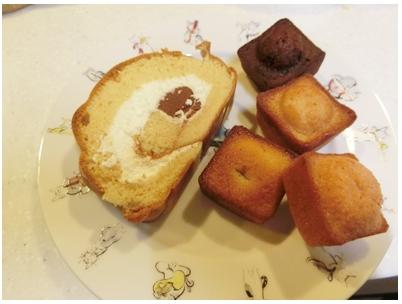 生チョコキャラメルのロールケーキとフィナンシェ