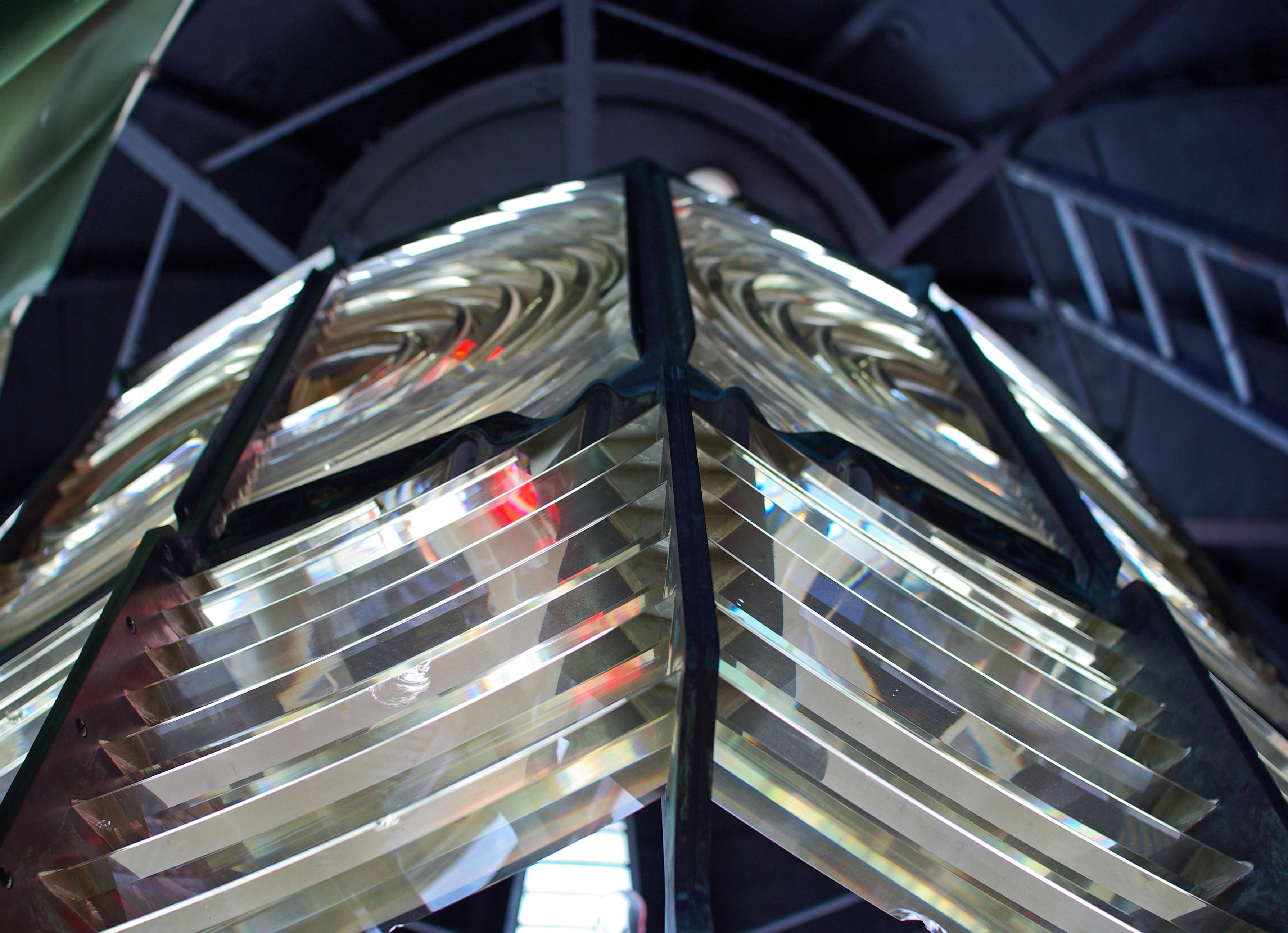 Cape_Otway_Lighthouse_lens[1]
