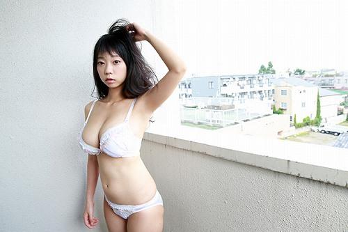 青山ひかる下着おっぱい画像a09