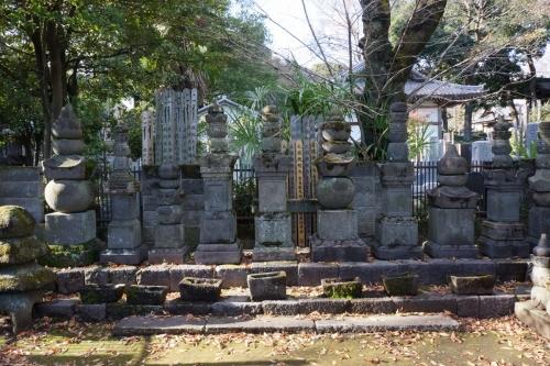 7吉良家墓所 (1200x800) (2)