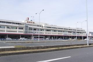 福岡空港に降り立つ