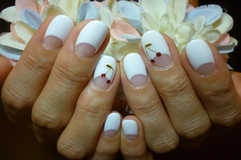 さくらんぼネイル 白フレンチネイル