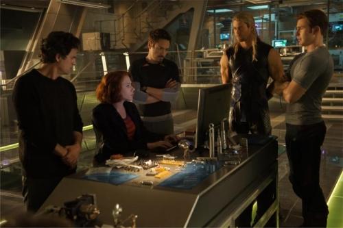 Avengers-Age_of_Ultron-Robert_Downey_Jr-Scarlett_Johansson-Chris_Evans-Chris_HemsworthMark Ruffal-Mark_Ruffalo (800x532)