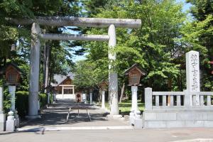 10157富良野神社300