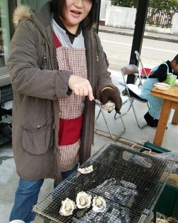 牡蠣焼き係