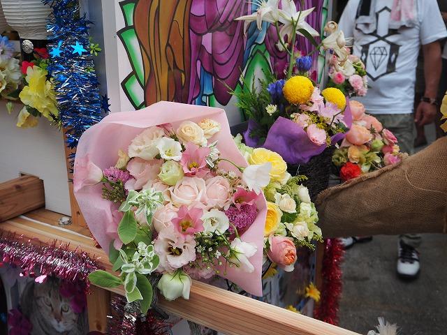 精霊船の先頭を花で飾って!