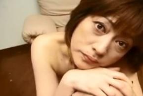 生まれたままの姿で、にっこり微笑む四十路熟女さなえ石川真紀FC2動画