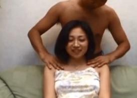 三十路美熟女篠原たまきデスクワークで凝りに凝った肩を男性が優しくマッサージFC2動画