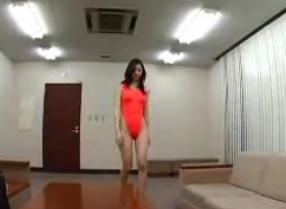 社長秘書に抜擢され初めての秘書業に挑戦する三十路熟女立花瞳FC2動画