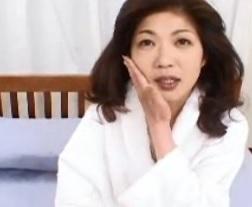 何はなくともまず乳房を揉んで欲しいと頼む五十路熟女上杉登志子FC2動画