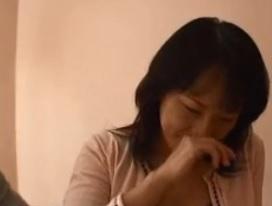 品のある奥様がAV出演したら、潮まで吹いて超エロかったFC2動画