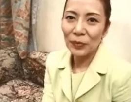 相川かおりお高くとまった雪肌五十路美熟女3Pで乱れ狂うFC2動画