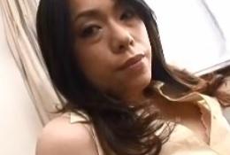 質感がたまらない黒髪熟女とのストッキングプレイFC2動画