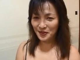 結城あや畳部屋で汗だくセックスおばちゃんから「女」に変わるギャップがたまらないFC2動画