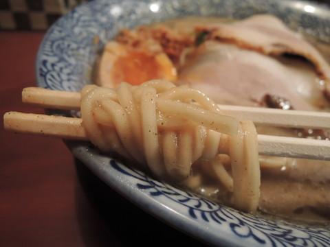 特製煮干し鶏豚骨の麺