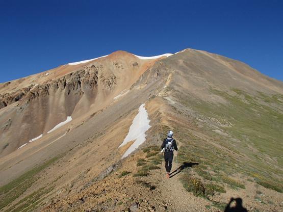 尾根づたいにRedcloud Peakを目指す。