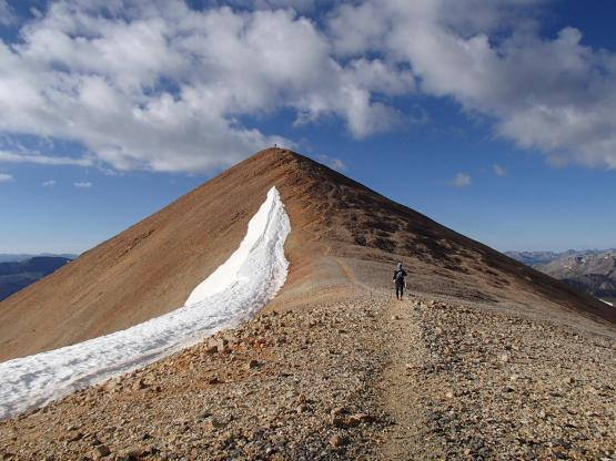 Fake PeakからRedcloud Peakを望む