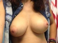 巨乳な西洋女性の自分撮りヌード&オナニー画像