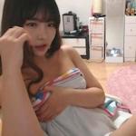 ライブチャットをしてる韓国美女のヌード画像