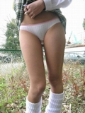 スカートめくってパンティ見せJK画像 7