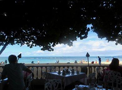 朝の海を眺めながらテラスの朝食REVdownsize