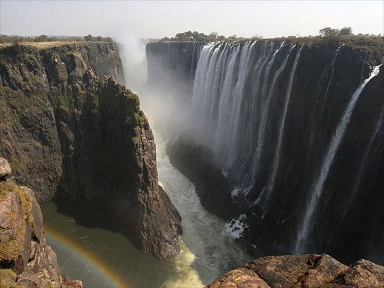 800px-Victoria_Falls_from_Zambia(August_2009)_R.jpg