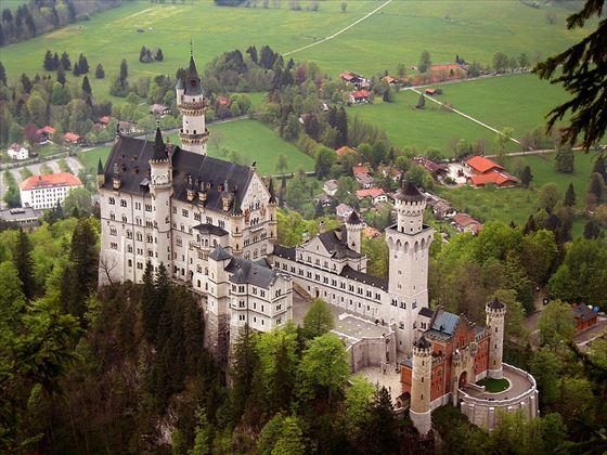 Neuschwanstein_castle_R.jpg