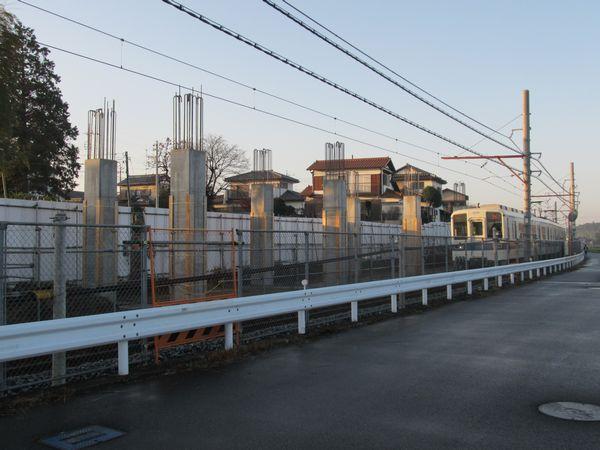 高架橋の柱が立ち始めた清水公園~愛宕間