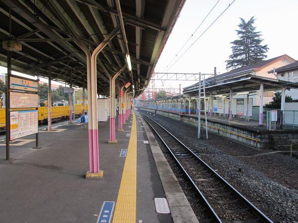 1番線(右のホーム)の線路が撤去された野田市駅