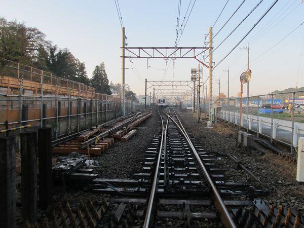清水公園駅の柏方は線形が変わるようで、新しい分岐器が搬入されていた。