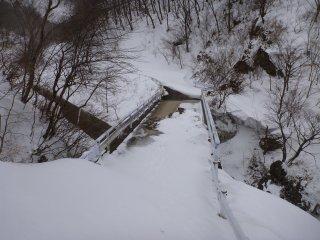 s06強風と雪の無い橋