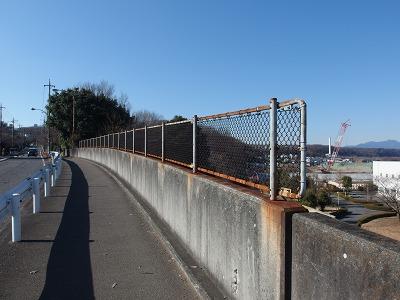 高いフェンス