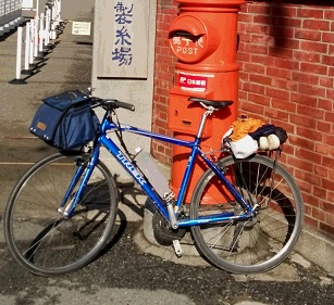 製糸場と自転車 縮小