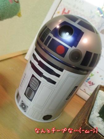 R2-D2缶。中身はチョコクランチ。