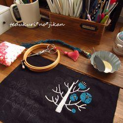 刺繍 枯れ木に花を