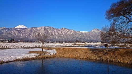 常念岳にも春の雰囲気が・・・?