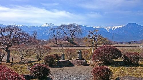 水色の時道祖神から常念岳と有明山を