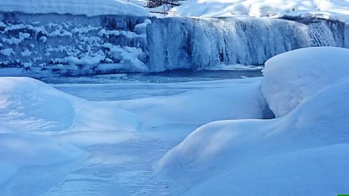 凍てつく中房川