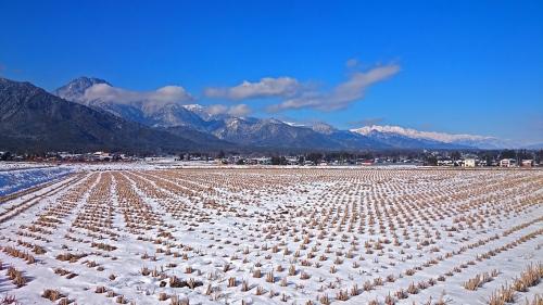 安曇野から見た大町方面のお山と青空