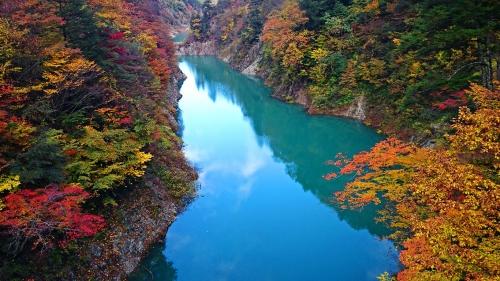 秋の高瀬渓谷 龍神湖