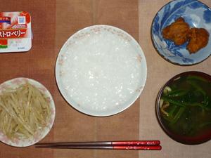 白粥,鶏の唐揚げレモン汁,もやしのピリ辛炒め,ほうれん草とワカメのおみそ汁,ヨーグルト