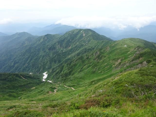 8月11日 左が別山平で真ん中が三ノ峰