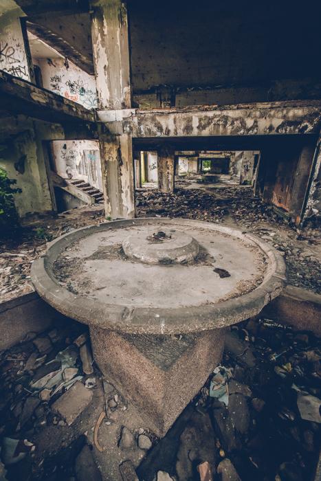 20180519_sarajevo_abandoned_shoppingmall_15.jpg