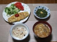 4/22 夕食 オムレツ、きざみメカブ、脂肪燃焼味噌汁、雑穀ご飯