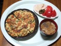 4/23 昼食 おから入りチヂミ、サラダチキン、トマト、脂肪燃焼味噌汁