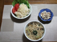 4/24 夕食 サラダチキン、サラダ、春雨入り脂肪燃焼味噌汁、こんにゃくの白和え